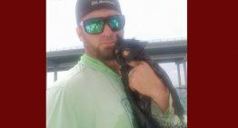 Jovem salva gata grávida que foi jogada de uma ponte